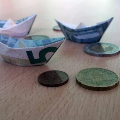 Kleine Schiffchen aus Geldscheinen